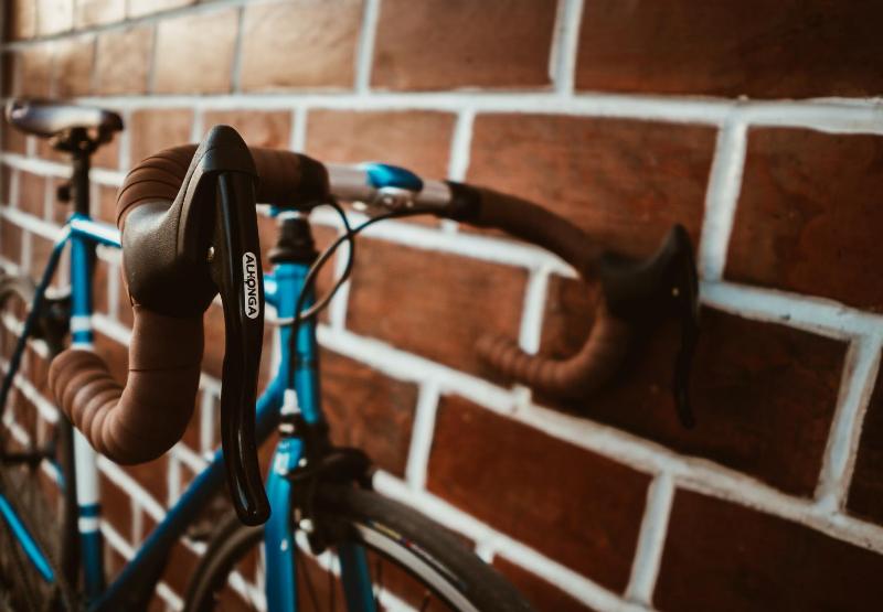 Jak ustawić kierownicęw rowerze